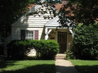 Charming 2BR Bungalow Near Campus