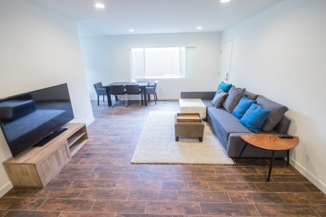 Bright, renovated 2 bed, 2 bath HALF MONTH FREE RENT