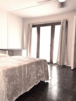 Spacious Private bed with separate entrance and parking by UCLA