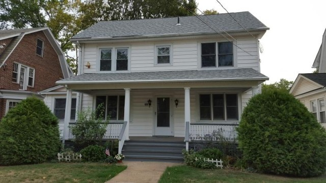 Spacious double available in beautiful house on Easton Ave