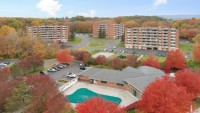 Broadmoor Apartments