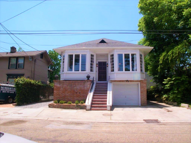 4 Bdrm 2.5 Blocks to Tulane Campus