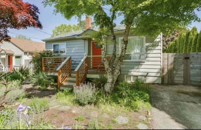 4br/2ba Updated House Foster-Powell area ($1,200 lease special)