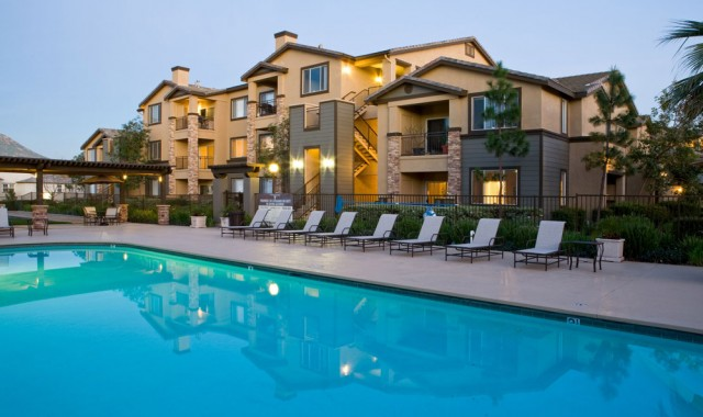 FURNISHED STUDENT APARTMENTS FOR UCR STUDENTS