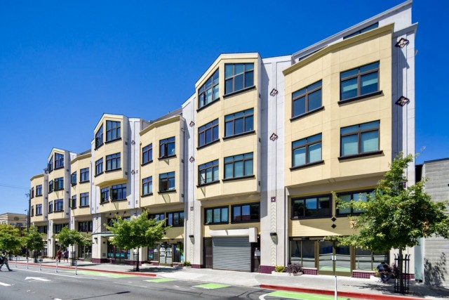 Studio in Stadium Place Apartments Available for Spring Semester - Across the Street From Campus