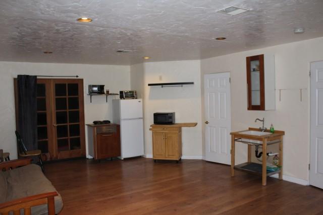 Val Verde artist studio apartment near Cal Arts, utilities included