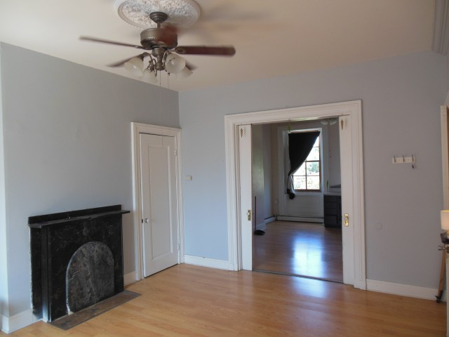 LARGE 1 Bedroom w/Den and Walk-in Closets