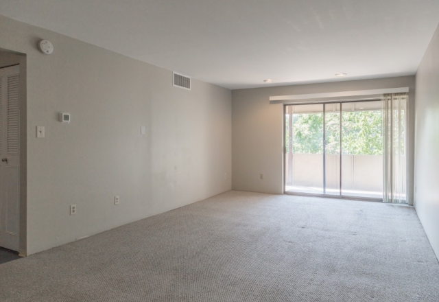 SUBLET AVAILABLE! FIRST MONTH RENT FREE