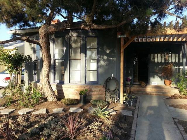 Cozy Cochran House - 10 min walk to train