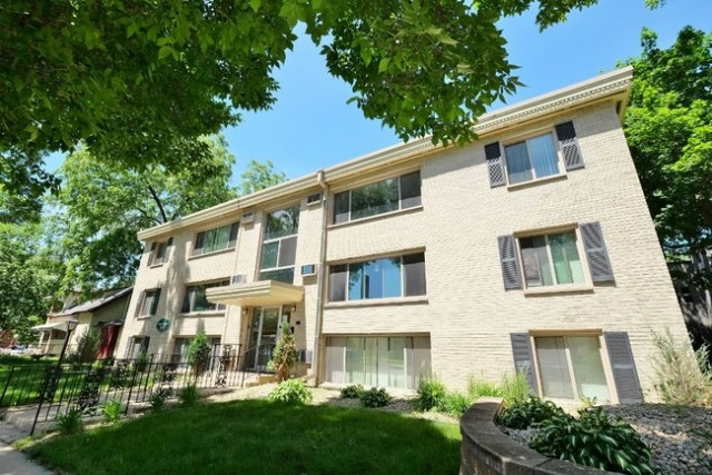 SUMMER SUBLEASE - Spacious Apartment on Grand Ave