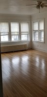 3BR South Oak Park Apartment