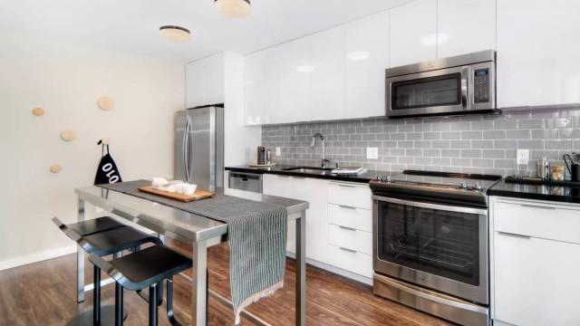 Single Room at Portrero 1010 Luxury Apartment Building