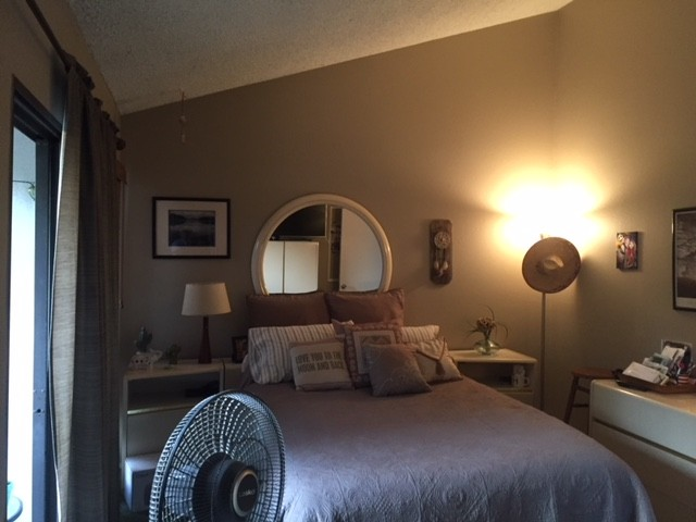 Master Bedroom Suite w/bathroom, walk in closet & balcony