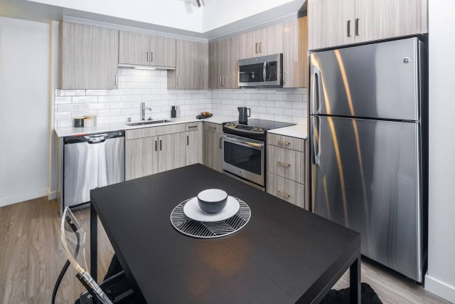 Single Room at Glendale Luxury Apartment