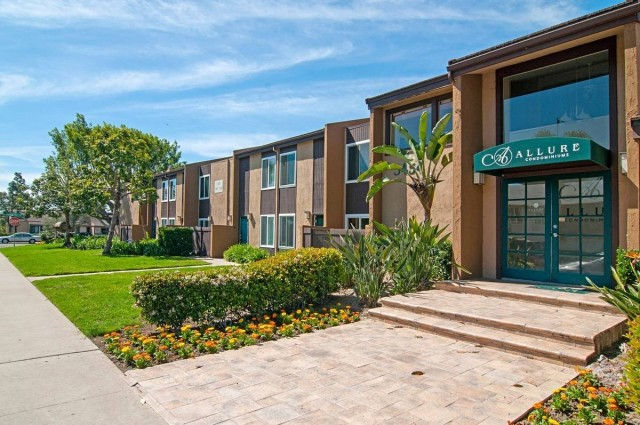 $2185 / 3br - 1120ft2 - 92123 | 3 Bed | 2 Bath | Corner Unit | Serra Mesa | Great Price ! (Serra Mesa | Kearny Mesa | Spectrum | Aero Drive)
