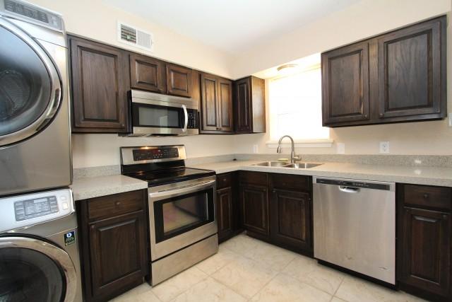 Hillcrest apartment - near UAMS & Kavanaugh - available now!