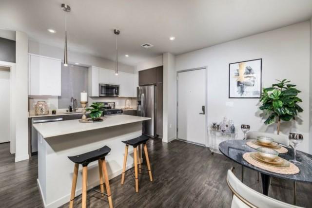 Single Room at Milpitas Luxury Apartment