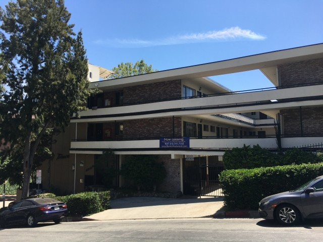 Shared furnished apartment for male renters September move in on Strathmore only 1 block to UCLA